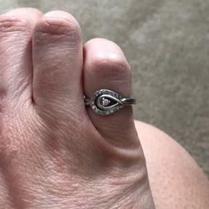 Loves embrace diamond ring